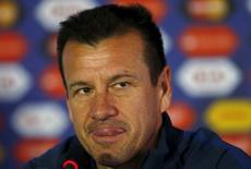 Técnico da seleção brasileira de futebol, Dunga concede entrevista coletiva no Estádio Monumental, em Santiago, no Chile, nesta terça-feira. 16/06/2015 REUTERS/Ricardo Moraes