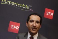 Patrick Drahi, le propriétaire de SFR-Numericable propose 10 milliards d'euros pour acheter Bouygues Telecom, une offre à laquelle Emmanuel Macron n'est pas favorable. /Photo d'archives/REUTERS/Philippe Wojazer