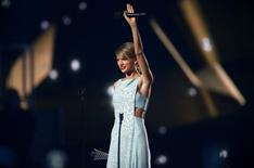 Taylor Swift accepts the Milestone Award at the 50th Annual Academy of Country Music Awards in Arlington, Texas April 19, 2015.    REUTERS/Mike Blake
