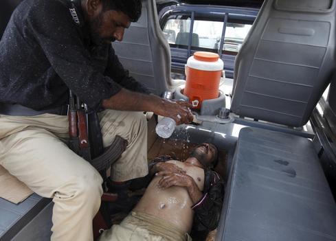 Pakistan heat wave kills hundreds