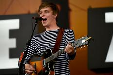George Ezra performs on the Pyramid stage at Worthy Farm in Somerset during the Glastonbury Festival in Britain, June 27, 2015.  REUTERS/Dylan Martinez