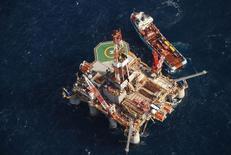 Plataforma da Ocean Guardian na costa das ilhas Malvinas. 19/04/2010 REUTERS/Gary Clement