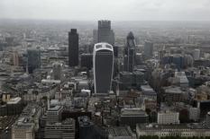 La City de Londres. Selon le président de The City UK, principal groupe de pression du secteur, une sortie de la Grande-Bretagne de l'Union européenne serait un désastre pour le secteur de la finance et pourrait conduire des entreprises à quitter le pays. /Photo prise le 22 juin 2015/REUTERS/Stefan Wermuth