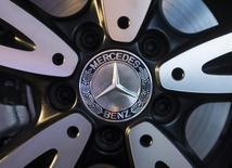 Mercedes-Benz affiche une progression de 19,3% de ses ventes de voitures en juin, grâce à sa nouvelle Classe-C et à une forte demande en Europe et en Chine. /Photo d'archives/REUTERS/Danish Siddiqui