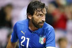 Meia Andrea Pirlo, da seleção italiana, durante amistoso contra Portugal, em Genebra. 16/06/2015 REUTERS/Pierre Albouy