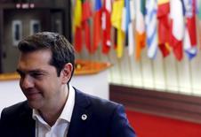 Foto del martes del primer ministro de Grecia, Alexis Tsipras, tras una reunión de emergencia de la zona euro en Bruselas. Jul 7, 2015. Los líderes de la zona euro dieron plazo hasta el fin de semana a Tsipras para ofrecer reformas  profundas a cambio de préstamos que salven a Grecia de tener que salir de la supuestamente inquebrantable unión monetaria europea.  REUTERS/Francois Lenoir