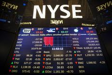Un panel muestra una detención en las operaciones en la bolsa de Nueva York, July 8, 2015. El operador de mercado NYSE Group, filial de Intercontinental Exchange Inc, dijo el miércoles que suspendió temporalmente la negociación de todos los valores en sus mercados, que incluye a la Bolsa de Nueva York, debido a  dificultades técnicas.  REUTERS/Lucas Jackson