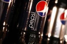 PepsiCo publie un bénéfice et un chiffre d'affaires trimestriels meilleurs que prévu grâce à une forte demande en Amérique du Nord. Le bénéfice net part du groupe a été de 1,98 milliard de dollars, au deuxième trimestre clos le 13 juin. /Photo d'archives/REUTERS/Mike Segar