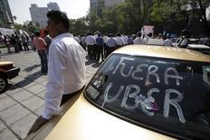 Taxistas fazem protesto contra o Uber na Cidade do México, em maio. 25/05/2015 REUTERS/Adan Gutierrez