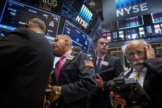 La Bourse de New York a fini en hausse, soutenue par de bons résultats de sociétés comme ceux de Citigroup, Philip Morris ou Netflix. /Photo prise le 16 juillet 2015/REUTERS/Brendan McDermid