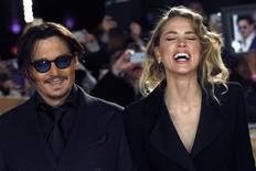 Ator Johnny Depp e a namorada, Amber Heard, em Londres. 19/01/2015  REUTERS/Luke MacGregor