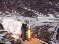 Кадр из видеозаписи ЦТАК с церемонии пуска северокорейской ракеты Ынха-3 (Млечный путь-3). Запись опубликована ЦТАК 13 декабря 2012 года. Северная Корея не заинтересована в переговорах о своей ядерной программе с США, подобных тем, что недавно завершились договоренностями с Ираном, заявило министерство иностранных дел КНДР во вторник. REUTERS/KCNA