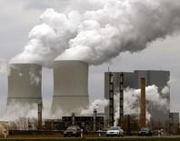 Dow Chemical affiche une hausse de 28,7% de son bénéfice trimestriel, hausse qui accompagne également une progression des marges. /Photo d'archives/REUTERS