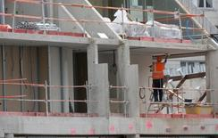 L'emploi intérimaire a augmenté en France de 2,6% au cours des six premiers mois de 2015, après six semestres consécutifs de baisse, selon le baromètre de Prism'emploi, organisation qui regroupe plus de 600 entreprises de recrutement et d'intérim. /Photo d'archives/REUTERS/Philippe Wojazer