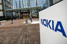 Nokia présente une caméra sphérique conçue pour réaliser des vidéos en 3D et des jeux adaptés aux casques et lunettes de réalité virtuelle. /Photo d'archives/REUTERS/Roni Rekomaa/Lehtikuva