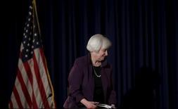 Janet Yellen, présidente de la Fed. La Réserve fédérale a, sans surprise, laissé ses taux d'intérêt inchangés mercredi, mais la banque centrale américaine, en soulignant la poursuite de l'amélioration de la conjoncture et du marché du travail, a une nouvelle fois laissé la porte ouverte à un premier relèvement depuis près de 10 ans d'ici la fin 2015. /Photo prise le 17 juin 2015/REUTERS/Carlos Barria