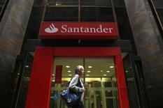 Agência do banco Santander no centro do Rio de Janeiro.  21/08/2014    REUTERS/Pilar Olivares