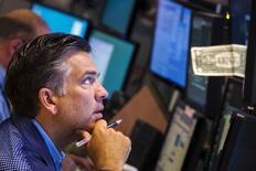 La Bourse de New York a fini sur une note de stabilité jeudi, le Dow Jones cédant 0,03%, le S&P-500, plus large, grignotant 0,06 point, le Nasdaq avançant de 0,33%. /Photo d'archives/REUTERS/Lucas Jackson