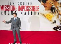 "El actor estadounidense Tom Cruise, posa para fotografías en el estreno de Mission Impossible: Rogue Nation, en Londres, 25 de julio de 2015. ""Mission: Impossible - Rogue Nation"", la quinta entrega de la exitosa saga protagonizada por Tom Cruise, lideró la taquilla cinematográfica estadounidense el fin de semana dejando en boleterías 56 millones de dólares de acuerdo al sitio especializado Box Office Mojo. REUTERS/Neil Hall"