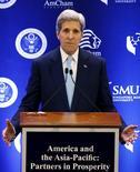 """El Secretario de Estado de los Estados Unidos, John Kerry, da un discurso en la Universidad de Singapur, 4 de agosto de 2015. El secretario de Estado estadounidense, John Kerry, dijo el martes que se lograron """"buenos avances"""" en pos de un tratado de libre comercio entre 12 naciones del Pacífico la semana pasada, aun cuando los negociadores no pudieron cerrar el acuerdo  durante una serie de maratónicas jornadas en Hawaii. REUTERS/Edgar Su"""