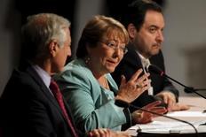 La presidenta de Chile, Michelle Bachelet, habla en la cumbre política Alianza del Pacífico 2015, en Paracas, Perú, 2 de julio de 2015.Las ambiciosas reformas que lleva adelante el Gobierno de Chile han aumentado la incertidumbre y en el corto plazo afectarán la inversión privada en el mayor productor mundial de cobre, dijo el jueves el Fondo Monetario Internacional (FMI). REUTERS/Janine Costa
