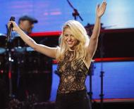 "Colombian singer Shakira acknowledges the audience after she performed ""Loca"" at the 12th annual Latin Grammy Awards in Las Vegas, Nevada November 10, 2011.   REUTERS/Mario Anzuoni"