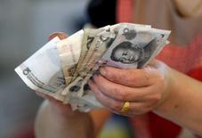 L'aversion au risque revient par la grande porte sur les marchés financiers européens, après une parenthèse de quelques semaines et l'accalmie sur le front grec, la dévaluation surprise du yuan laissant craindre un ralentissement économique plus fort qu'estimé en Chine. /Photo prise le 12 août 2015/REUTERS/Jason Lee