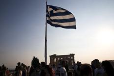 La Grèce a renoué avec la croissance contre toute attente au deuxième trimestre, malgré des négociations très tendues avec ses créanciers et la menace d'une sortie de la zone euro, selon une première estimation du service de la statistique Elstat. /Photo prise le 26 juillet 2015/REUTERS/Ronen Zvulun