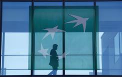 BNP Paribas a accepté le versement d'une somme de 115 millions de dollars (103,5 millions d'euros) dans le cadre d'un arrangement avec des investisseurs ayant lancé aux Etats-Unis une action en nom collectif contre des banques accusées de manipulations sur le marché des changes, /Photo prise le 23 avril 2015/REUTERS/Gonzalo Fuentes