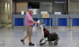 Le gouvernement grec est encore en discussion avec le groupe allemand Fraport sur un contrat de 1,2 milliard d'euros pour l'exploitation de 14 aéroports régionaux, ont déclaré les deux parties mardi, démentant des informations de presse selon lesquelles un accord avait été conclu. /Photo prise le 8 juillet 2015/REUTERS/Jean-Paul Pélissier