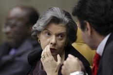 Ministra Cármen Lúcia, do STF, em julgamento do mensalão.  4/10/2012.  REUTERS/Ueslei Marcelino
