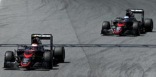 Pilotos da McLaren Button e Alonso no GP da Espanha.  9/5/2015. REUTERS/Albert Gea