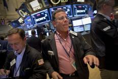 Les investisseurs de Wall Street surveilleront encore de près la Chine cette semaine dans l'attente de mesures de stimulation de la part de Pékin afin de freiner le ralentissement de la deuxième économie du monde. /Photo prise le 21 août 2015/REUTERS/Brendan McDermid