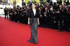 """Actress Julianne Moore poses on the red carpet as she arrives for the opening ceremony and the screening of the film """"La tete haute"""" out of competition during the 68th Cannes Film Festival in Cannes, southern France, May 13, 2015. REUTERS/Eric Gaillard"""