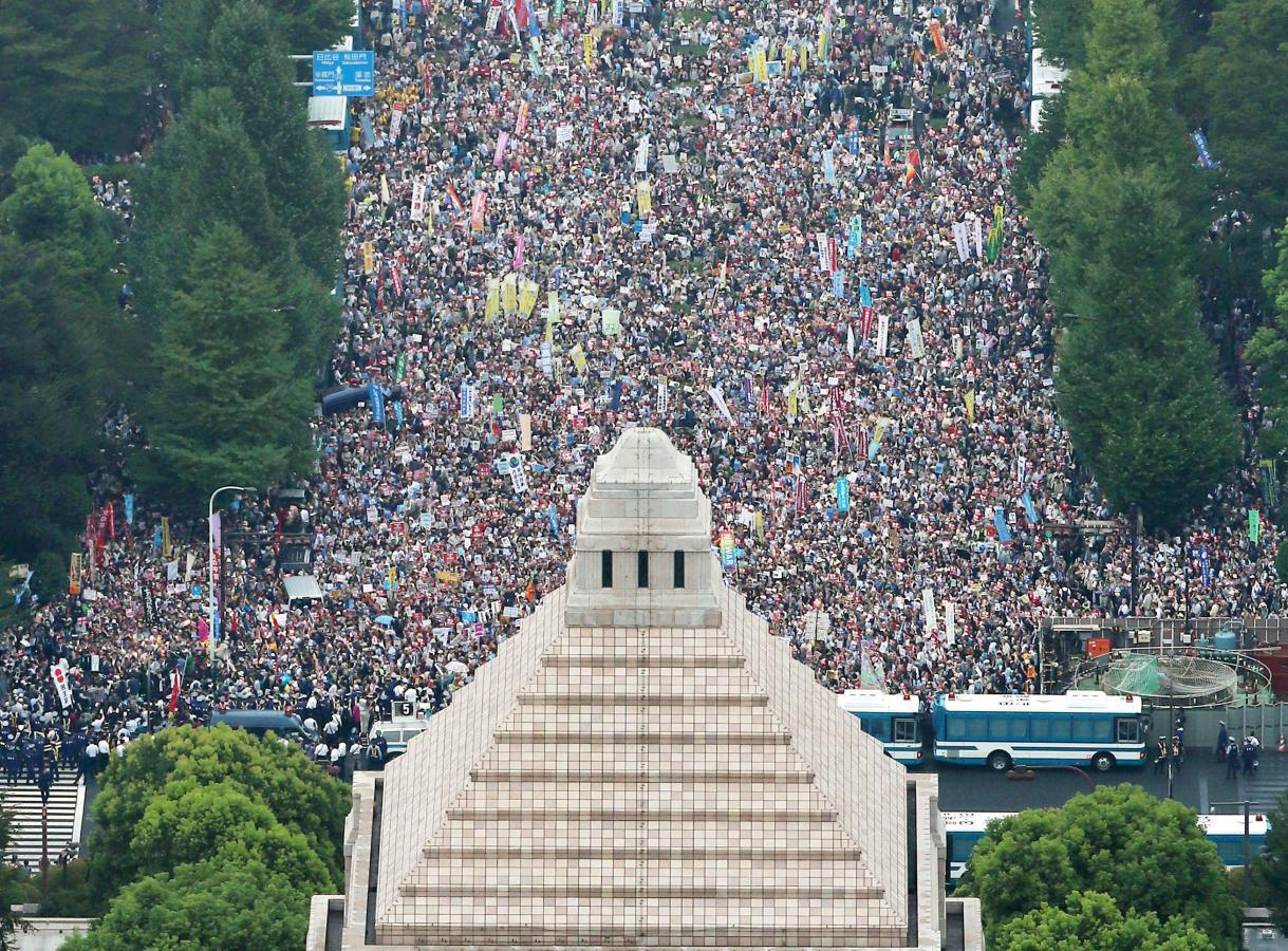 Huge protest in Tokyo rails against PM Abe's security bills