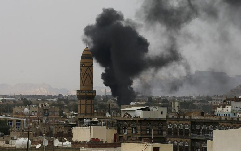 Smoke billows from the military academy during a Saudi-led air strike in Yemen's capital Sanaa September 2, 2015. REUTERS/Khaled Abdullah