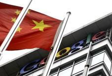 Google espère effectuer son retour en Chine à l'automne après une absence de cinq ans provoquée par un bras de fer entre le géant américain de l'internet et les autorités chinoises sur la liberté d'utilisation du moteur de recherches, rapporte vendredi le site spécialisé The Information. /Photo d'archives/REUTERS/Jason Lee
