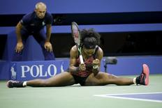 Serena Williams of the U.S. celebrates a point against Bethanie Mattek-Sands of the U.S. during their match at the U.S. Open Championships tennis tournament in New York, September 4, 2015. REUTERS/Eduardo Munoz