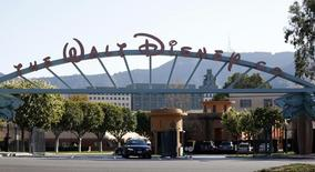La puerta de entrada a The Walt Disney Co, fotografiada en Burbank, California, 5 de febrero de 2014. Walt Disney Co anunció que los clientes de los servicios de video de Amazon.com Inc y Microsoft Corp  tendrán acceso a su colección de películas en la nube desde el martes. REUTERS/Mario Anzuoni