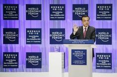 Premiê chinês, Li Keqiang, durante discurso no Fórum Econômico Mundial em Dalian, no nordeste da China.    10/09/2015     REUTERS/Jason Lee