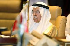 El ministro del Petróleo de Arabia Saudita, Ali al-Naimi, durante una reunión en Doha, 10 de septiembre de 2015. El mayor exportador mundial de crudo, Arabia Saudita, no ve la necesidad de una cumbre de jefes de Estado de los países productores de petróleo para un debate que podría no tener éxito en generar acciones concretas para defender los precios del crudo, dijeron el jueves fuentes familiarizadas con el asunto. REUTERS/Naseem Zeitoon