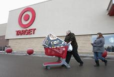 Shoppers leave Target's Lindsay, Ontario store January 15, 2015. REUTERS/Fred Thornhill