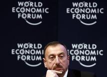 Президент Азербайджана Ильхам Алиев на сессии экономического форума в Давосе. 28 января 2011 года. Азербайджан отменил приезд делегации Еврокомиссии и заявил, что может пересмотреть отношения с ЕС после того, как Европарламент призвал каспийскую страну освободить журналистку, занимавшуюся политическими расследованиями, и нескольких правозащитников. REUTERS/Christian Hartmann