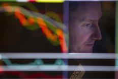 Douze banques ont conclu avec la justice américaine un règlement amiable de 1,865 milliard de dollars (1,645 milliard d'euros) pour mettre fin aux poursuites d'investisseurs qui les accusaient d'avoir manipulé les prix et entravé la concurrence sur le marché des swaps de défaut de crédit CDS), selon l'un des avocats représentant ces derniers. Les banques en question sont Bank of America, Barclays, BNP Paribas, Citigroup, Crédit Suisse Group, Deutsche Bank, Goldman Sachs Group, HSBC Holdings, JPMorgan Chase, Morgan Stanley, Royal Bank of Scotland et UBS. /Photo d'archives/REUTERS/Carlo Allegri
