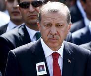 Presidente turco, Tayyip Erdogan, em funeral de soldado em mesquisa de Ancara. 10/09/2015 REUTERS/Umit Bektas