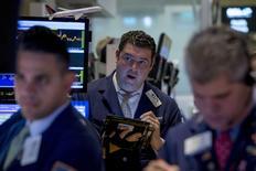 La Bourse de New York a ouvert jeudi sur une note prudente, les investisseurs limitant les prises de risques à quelques heures de la décision monétaire de la Réserve fédérale. Le Dow Jones perdait 0,13% à l'ouverture, le Standard & Poor's 500 reculait de 0,13% et le Nasdaq Composite de 0,12%. /Photo prise le 15 septembre 2015/REUTERS/Brendan McDermid