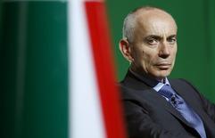 Silvano Cassano a démissionné avec effet immédiat de son poste d'administrateur délégué d'Alitalia en citant des raisons personnelles, a fait savoir vendredi la compagnie aérienne italienne en difficulté. Il avait été nommé l'an dernier à la tête de la nouvelle société issue du rapprochement entre Alitalia et la compagnie d'Abou Dhabi Etihad Airways. /Photo prise le 4 juin 2015/REUTERS/Remo Casilli