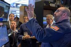 La décision de la Réserve fédérale de ne pas toucher à ses taux directeurs est sans doute source d'instabilité et de tracas pour Wall Street, à l'exception peut-être des valeurs de l'immobilier et de celles généreuses en dividendes. /Photo prise le 17 septembre 2015/REUTERS/Brendan McDermid