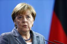 La canciller alemana, Angela Merkel, durante una conferencia de prensa en la cancillería en Berlín, Alemania, 15 de septiembre de 2015. El borrador de un acuerdo de libre comercio entre Europa y Estados Unidos debería estar listo para fines de 2015, dijo el lunes la canciller de Alemania, Angela Merkel, en un intento por inyectar ímpetu a las estancadas conversaciones que podrían generar el mayor acuerdo mundial en su tipo. REUTERS/Hannibal Hanschke