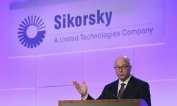 El presidente de Sikorsky, Mick Maurer, durante una ceremonia de presentación de un nuevo helicóptero, en Florida, 2 de octubre de 2014. Lockheed Martin Corp dijo el jueves que las autoridades estadounidenses habían aprobado su adquisición de Sikorsky Aircraft de United Technologies Corp por 9.000 millones de dólares. REUTERS/Andrew Innerarity